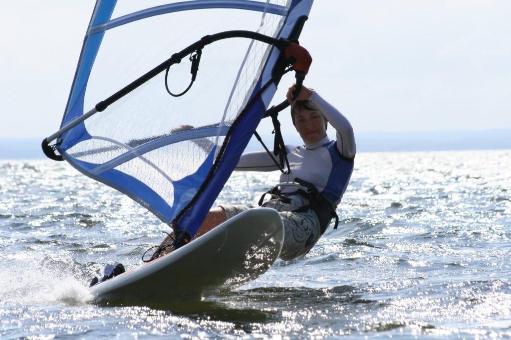 5 korzyści zdrowotnych z uprawiania windsurfingu