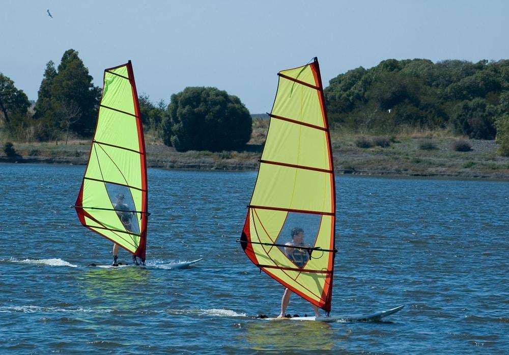 Dlaczego warto uczyć się windsurfingu z instruktorem?